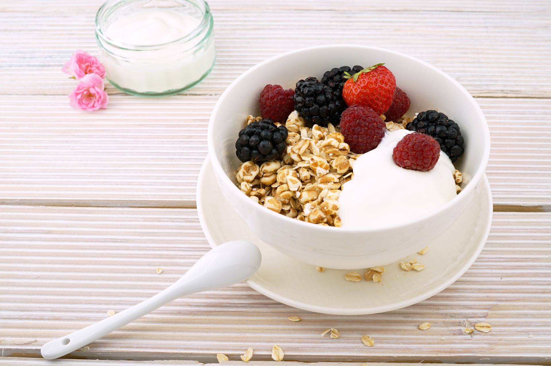 Homemade breakfast: granola with yoghurt
