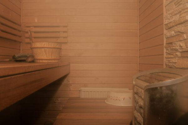 Hot and cold  – sauna, bath and shower